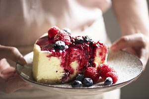 Fresh berry cheesecake