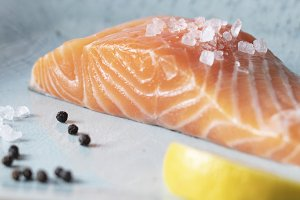 Fresh salmon with thyme