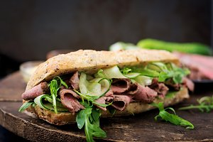 Sandwich with roast beef