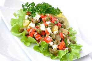 Salad with peppers and capers