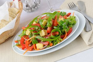 Vegetable salad with grilled cheese