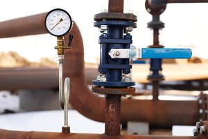 blue valve and manometer