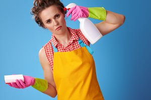 woman with kitchen sponge wanting to shoot herself from a bottle of detergent