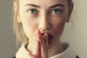 beautiful young girl prays