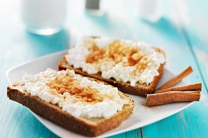cinnamon toast with cottage cheese