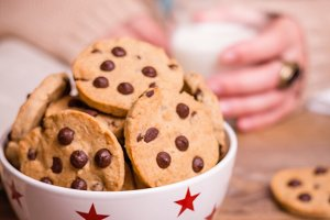 Chocolate chip cookies on stars bowl