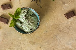 ice cream with chocolate and mint