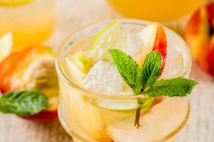 Iced peach lemonade