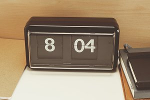 Retro clip clock