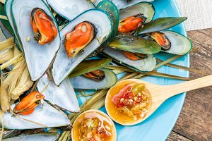 Mussels steamed with spicy sauce.