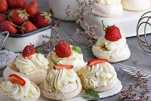 baked meringue with cream