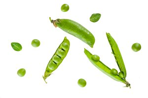 Raw fresh green pea