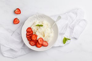 Rice strawberry porridge