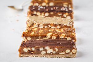 Raw vegan snickers