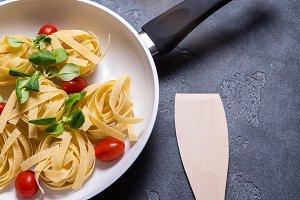 White ceramic pan with pasta