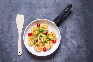 White ceramic pan with pasta