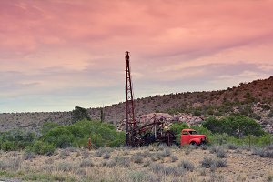 Groundwater hole drilling machine