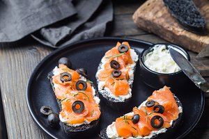 salmon sandwich with cream cheese