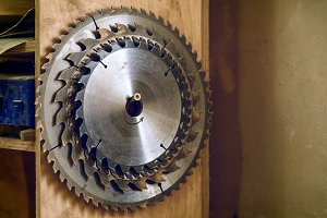 Many metal circular saw blades