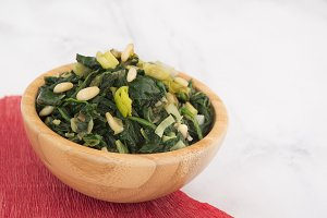 salad of spinach and onion