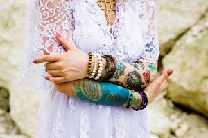 Hands of the bride in tattoos