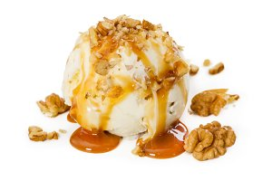 Vanilla ice cream with walnut