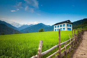 Cosy two floor guesthouse in Himalaya mountains