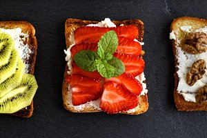 toasts with mild cottage cheese