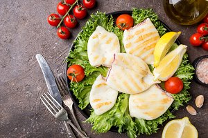 Grilled squid with lemon and vegetables