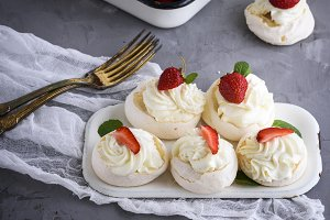 meringue with cream