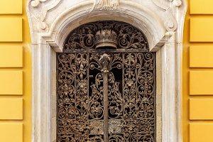 Arch metal door