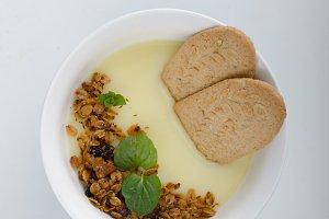 Vanilla pudding with homemade granola