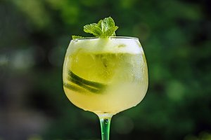 Cold elderflower lemonade
