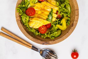 Grilled chicken salad with vegetable