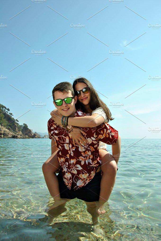 couple beach.jpg - Holidays