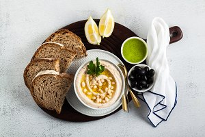 hummus of white cannellini beans, served with arugula pesto and
