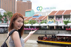 Woman travel in Singapore