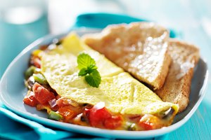 breakfast omelet  with toast