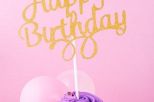 HB cupcake & balloons