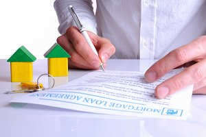 Client signing the mortgage loan