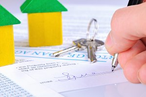 Signing a mortgage contract