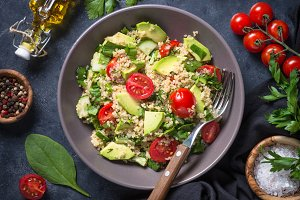 Quinoa salad with spinach, avocado and tomatoes