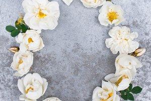 Oval frame of white vintage roses