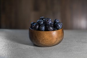 blueberries in wooden bowl