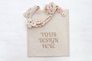 Shopping bag mockup with flowers