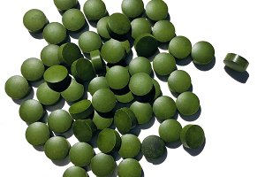Spirulina or chlorella tablets