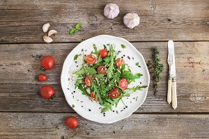 Salad with arugula & cherry tomatoes