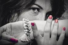 Young woman portrait: black & white