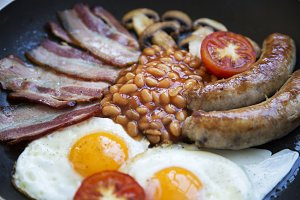English breakfast in cooking pan