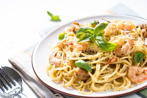 Pasta spaghetti with seafood and cream sauce.